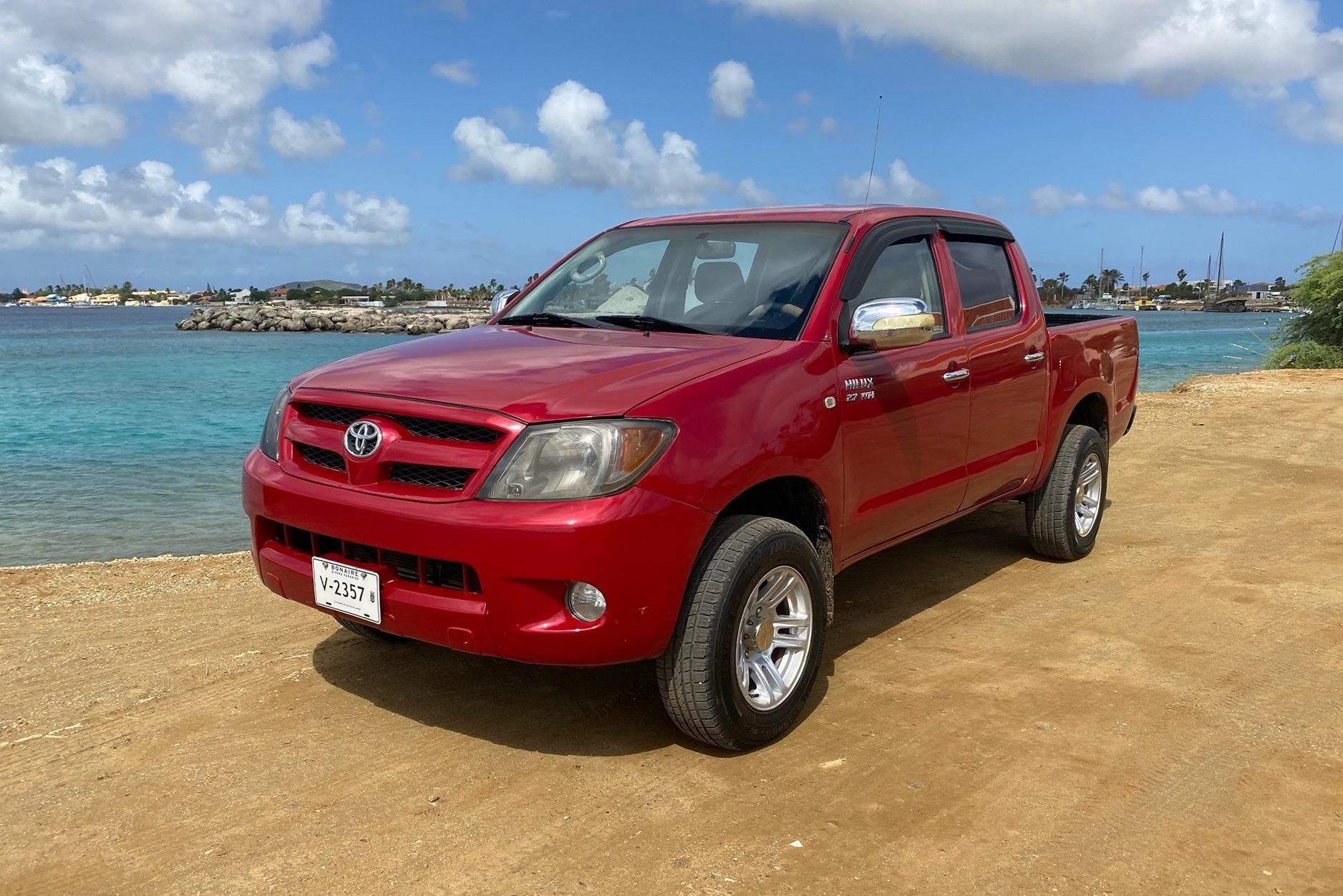 Tropical car rental Bonaire - Toyota Hilux rood te huur - front